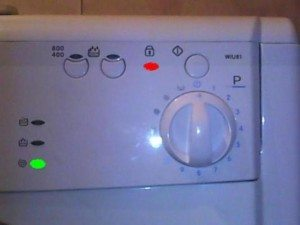 Горит замок на стиральной машине заблокирована