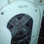 Задняя крышка стиральной машины снята