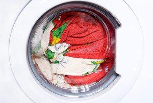 Как стирать белое и цветное постельное белье?
