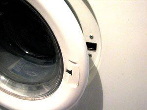 Не  закрывается дверь стиральной машины (люк, дверца)