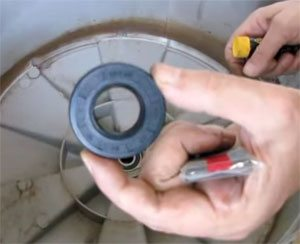 Сальник бака для стиральной машины – чем смазывать и как заменить?