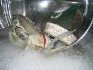 Стираем кеды в стиральной машине