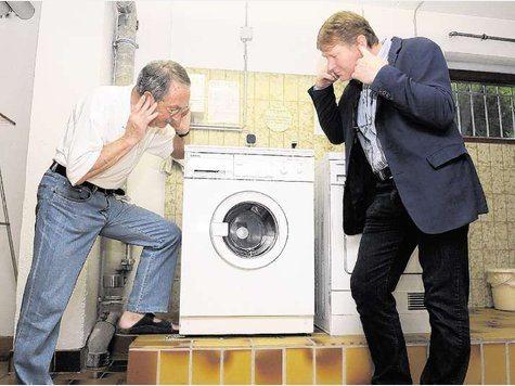Стиральная машина шумит при отжиме - что делать?