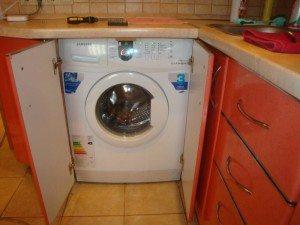 Устанавливаем встраиваемую стиральную машину под столешницу