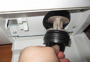 стиральная машина гудит при сливе