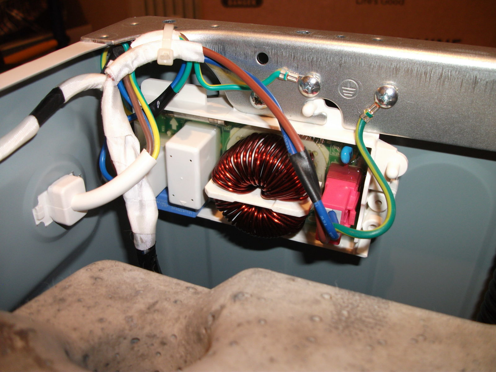 сетевой фильтр стиральной машины Индезит