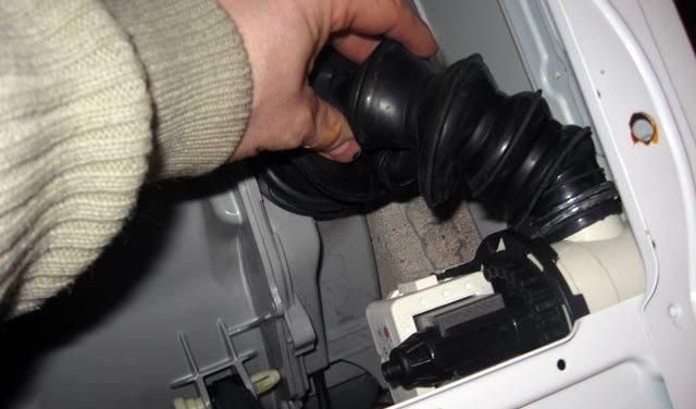 патрубок слива в стиральной машинке
