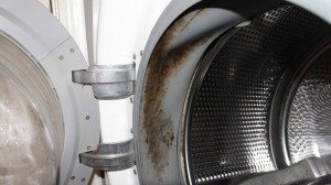 Стиральная машина пачкает белье - пятна после стирки