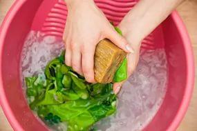ручная стирка с хозяйственным мылом