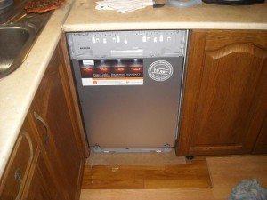 посудомойка под столешницей