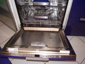 Не закрывается дверца посудомоечной машины