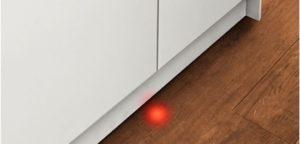 луч на полу в посудомойке Бош