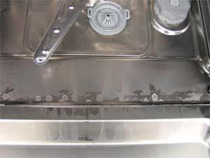 Почему посудомоечная машина плохо моет посуду - причины и ремонт