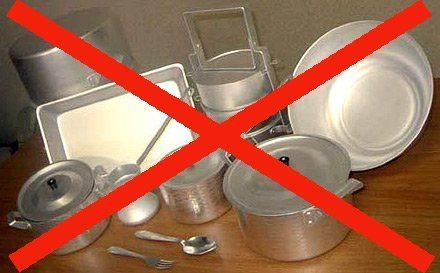 Почему нельзя мыть алюминиевую посуду в посудомоечной машине?