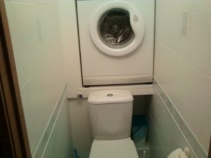 Особенности установки стиральной машины в туалете