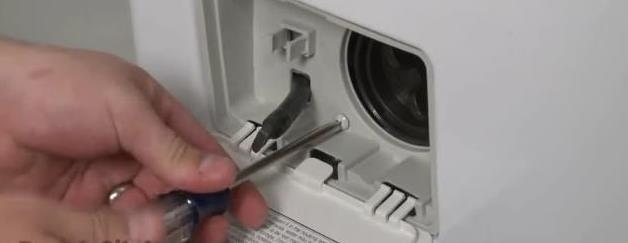замена петель дверцы на стиралке