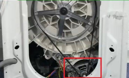 двигатель можно достать через сервисный люк