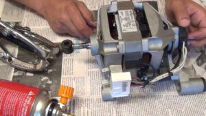 снять шкив двигателя