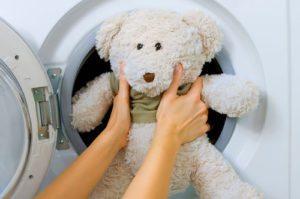 Как стирать мягкие игрушки в стиральной машине и можно ли