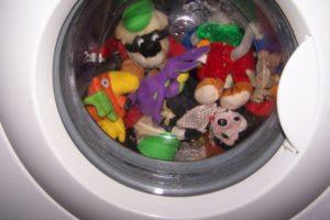 стирка игрушек в машине