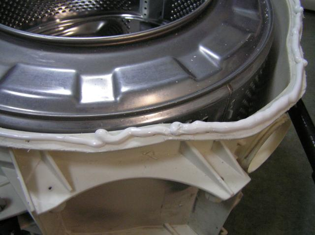 Чем заклеить бак стиральной машины после ремонта