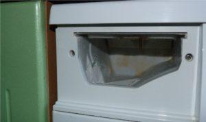 Как вытащить лоток из стиральной машины Индезит и Аристон