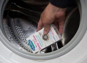 специальное средство для чистки машины