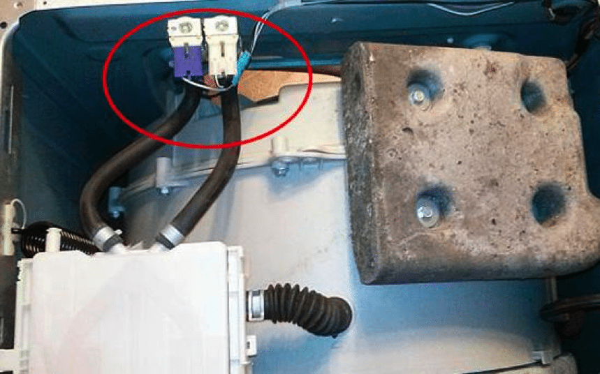 размещение впускного клапана в корпусе стиральной машины