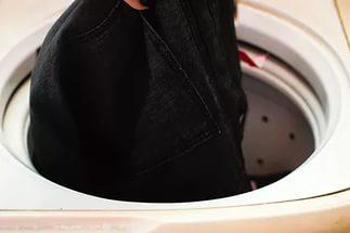 Как постирать черные вещи в стиральной машине