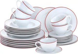 гора чистой посуды
