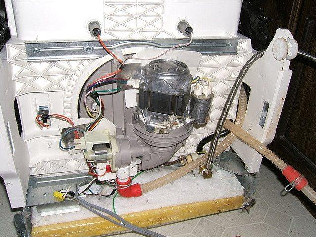 дно посудомоечной машины