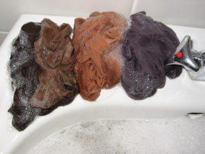 предварительно натираем колготки мылом и оставляем