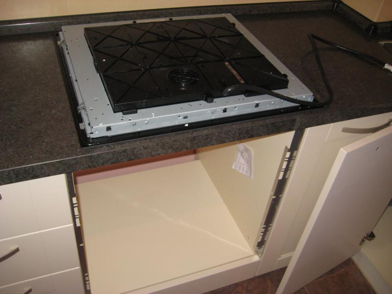 процесс установки посудомойки под варочную панель