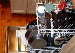 сковородки в полноразмерной посудомечной машине