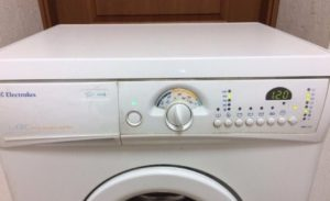 Стиральная машина Электролюкс EWS 1046
