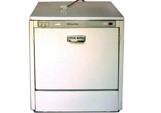 первая автоматическая посудомойка