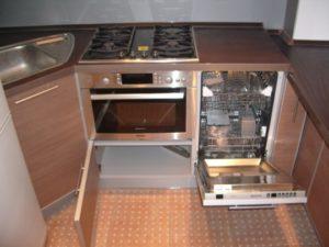 посудомойка и духовой шкаф