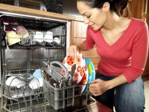моющее средство на посуде