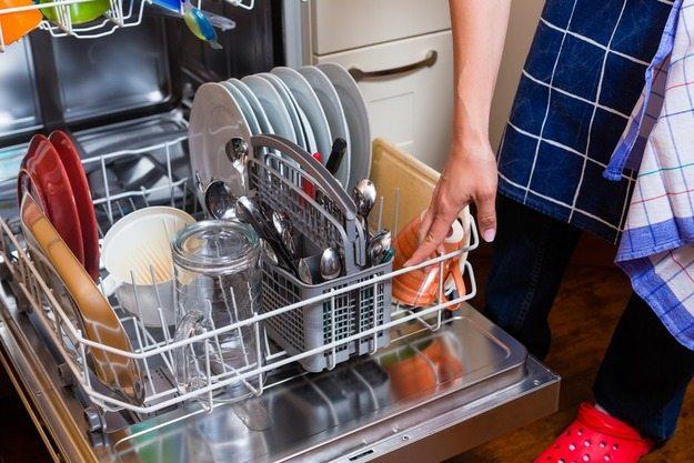 Можно мыть посуду без моющего средства в посудомоечной машине