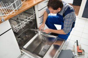 Как демонтировать посудомоечную машину из встроенной кухни