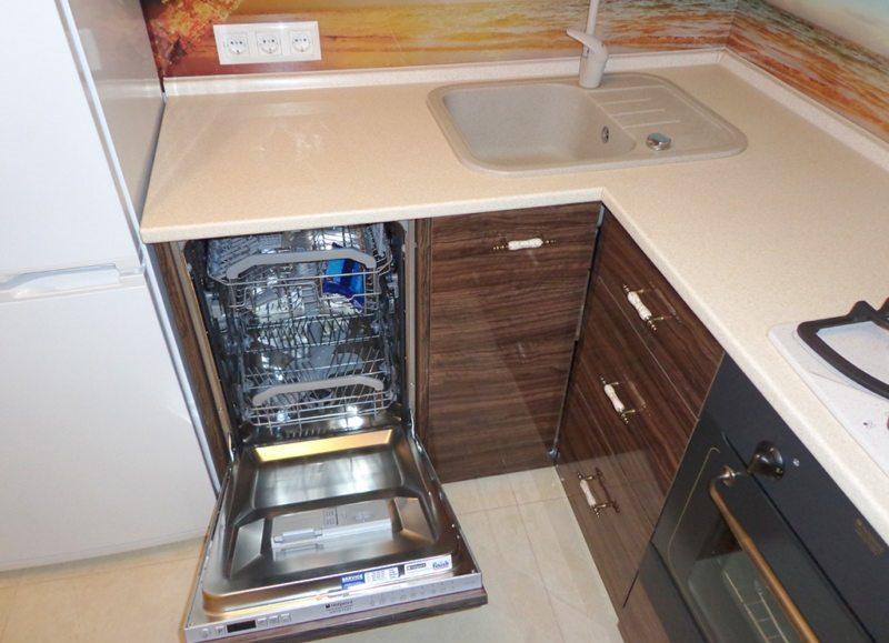 пример размещения посудомойки на маленькой кухне