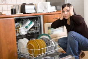 Что делать, если зависла посудомоечная машина