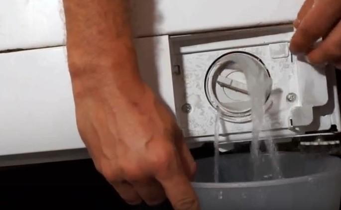 слить воду из стиральной машины для безопасности