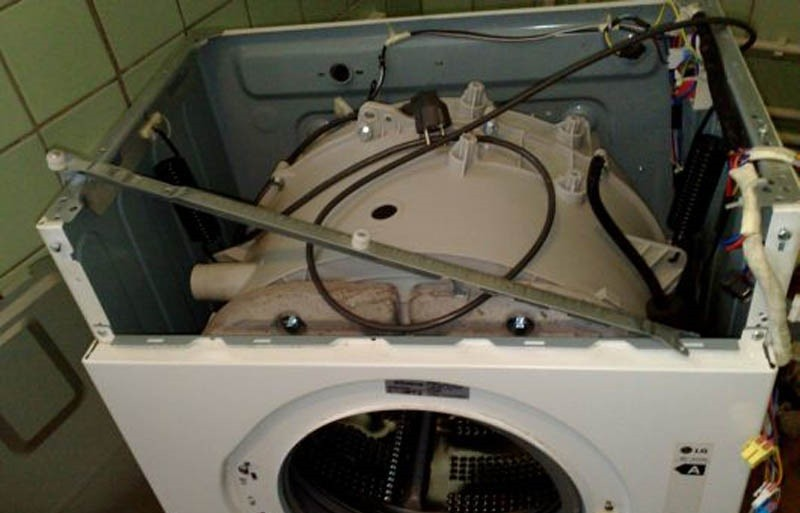 вытаскиваем бак стиральной машины Канди