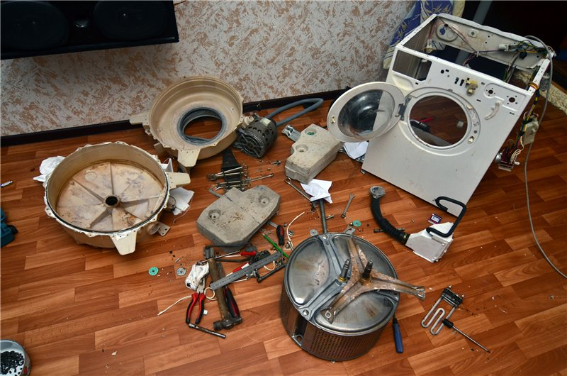 стиральная машина Индезит состоит из множества деталей