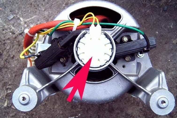 нужно проверить таходатчик двигателя