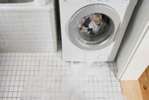 Протекает дверца стиральной машины