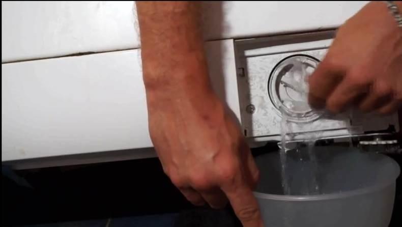 возможно нужно слить воду и почистить фильтр