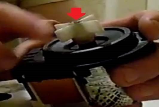 отрежем ножовкой пластмассовый наконечник крыльчатки