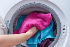 Как стирать полотенце в стиральной машине, чтобы оно было мягким